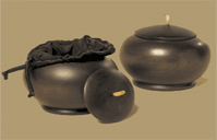 Small mango wood urns